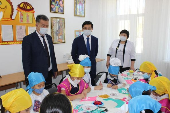 Министр образования и науки РК Асхат Аймагамбетов посетил школы Карагандинской области - Bilimland.kz